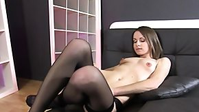 HD Labia tube Xara Uses A Pump On Her Labia